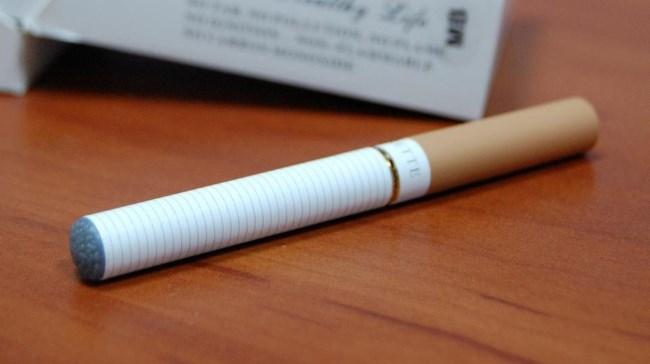 Сигарета на столе