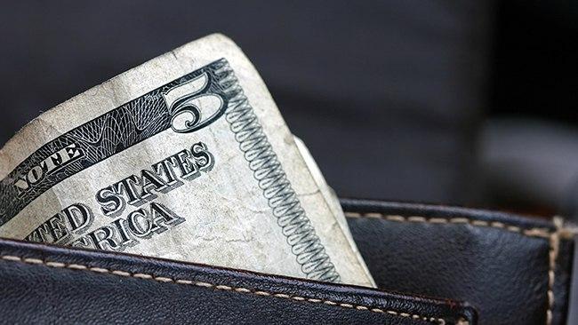 Банкноты в бумажнике