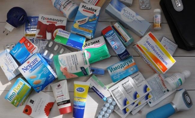 Лекарства на полу