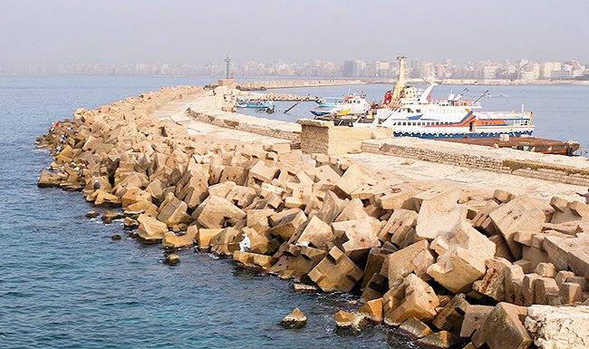 Руины в море