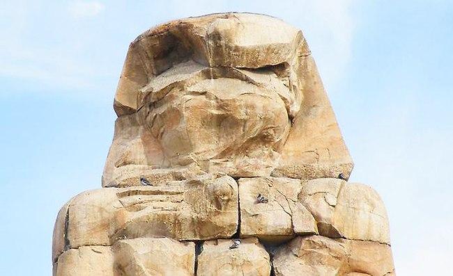 Древняя статуя вблизи