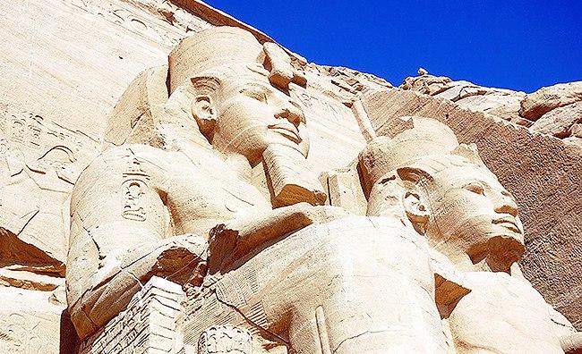 Статуи царей