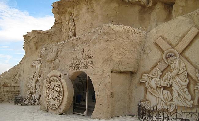 Пещера при храме