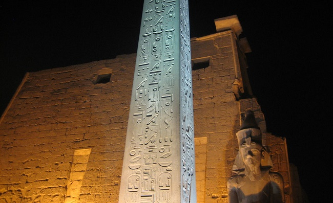 Письмена на каменной поверхности