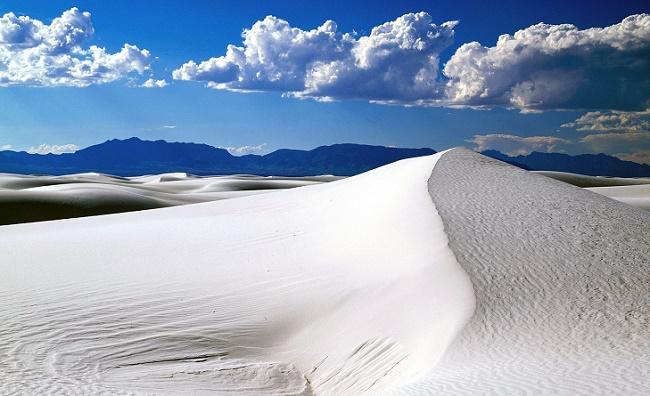 Горы песка