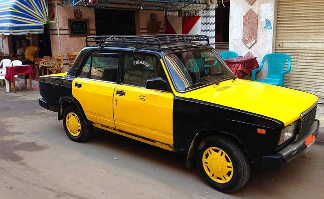 Черно-желтый автомобиль