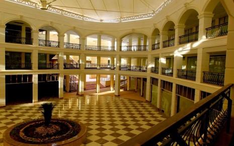 Внутренний зал