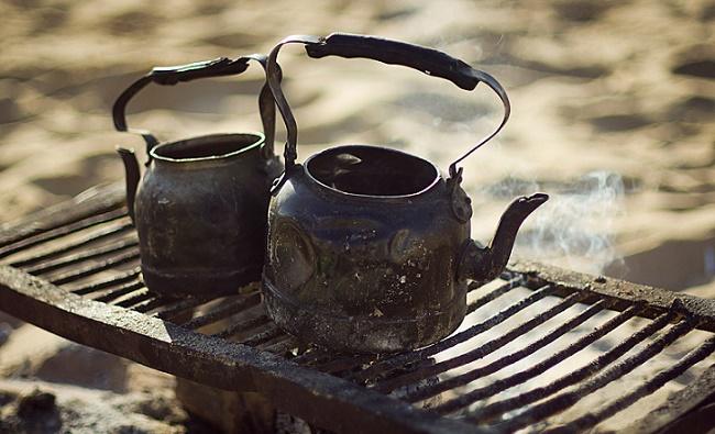 Чайники на решетке