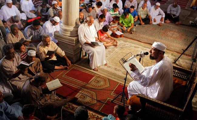 Служба в мечети